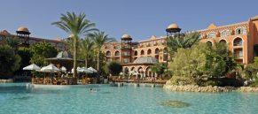 Wie eine Märchenkulisse aus TausendundeinerNacht - die Hotelanlage des Grand Resort in Hurghada am Roten Meer in Ägypten